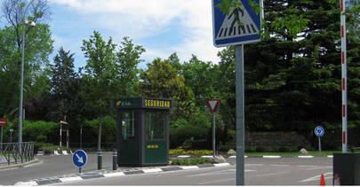 Localización de la calle Yuca, que da acceso a la Plaza del Soto y donde se había colocado un semáforo provisional en el carril de entrada
