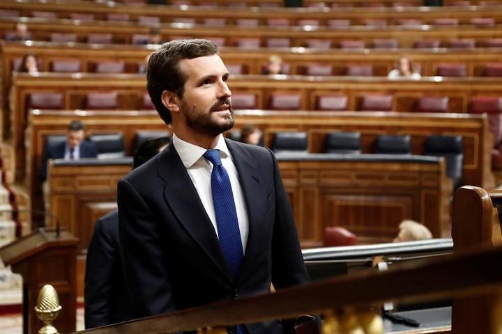 Casado acusa a Sánchez de 'abandonar a su suerte' a los sanitarios y Abascal, de hacer 'todo tarde y mal'