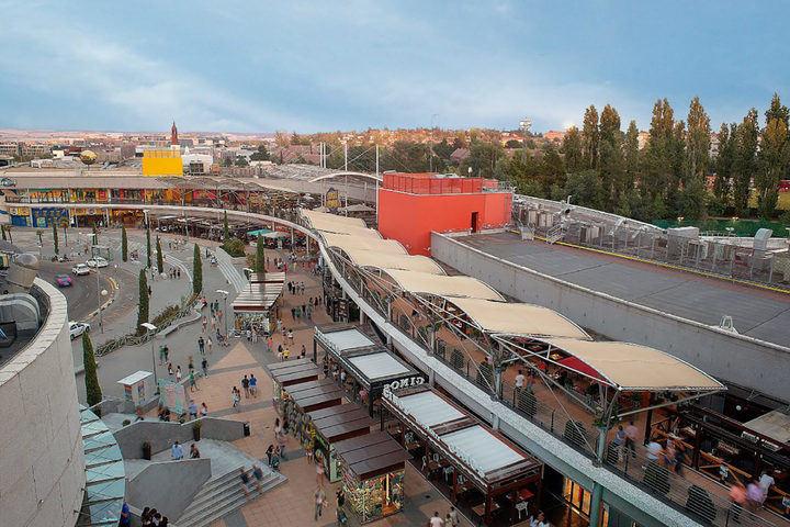 Obras para mejorar la accesibilidad al Centro Comercial Heron Diversia de Alcobendas