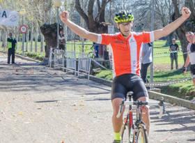 Imagen de Carlos Hern�ndez ganando la prueba disputada en El Escorial el pasado 1 de noviembre