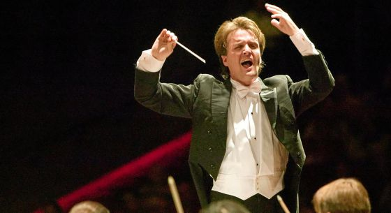 Concierto de Año Nuevo el 30 de diciembre dirigido por Kynan Johns