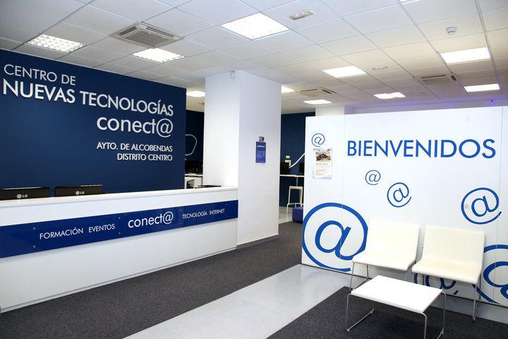 Cursos de Faceook y Compras On Line en el Centro Conect@ de Alcobendas