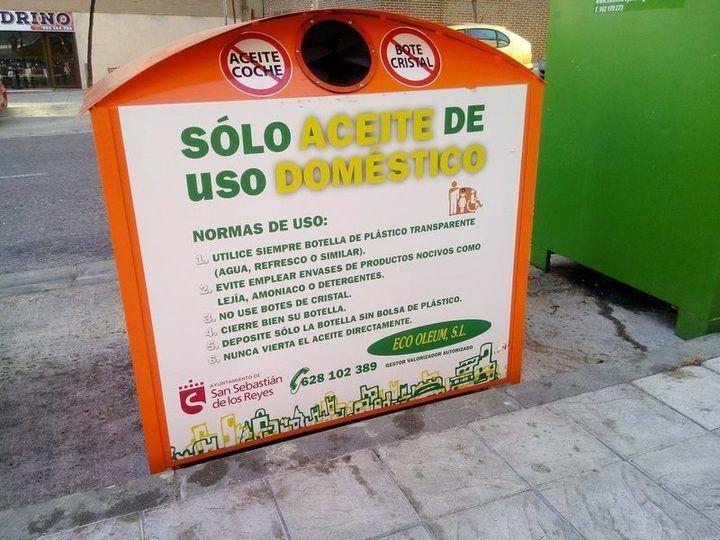 En la imagen vemos uno de los 19 contenedores para el reciclaje de acite doméstico colocados en las calles de Sanse