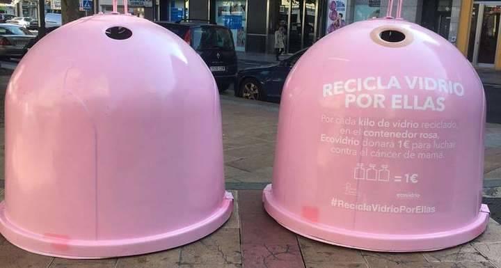 Imagen de los contenedores de la campaña 'Recicla por ellas'