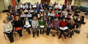 Imagen de los miembros de la Coral de Alcobendas cuando celebraron los 25 años desde su fundación
