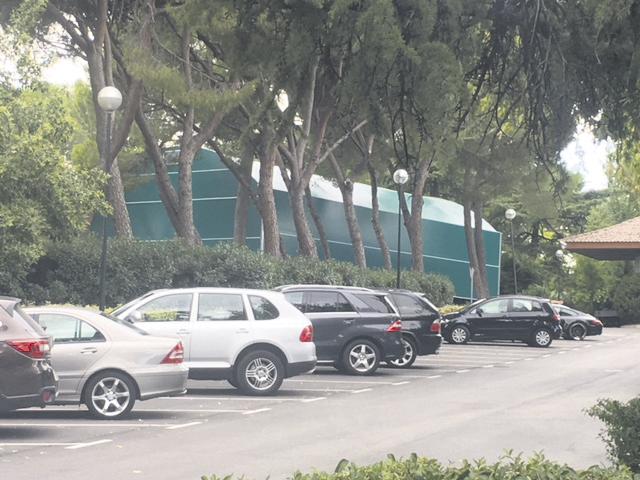 El Ayuntamiento decidirá sobre la cubierta colocada sin licencia en el Club de Golf