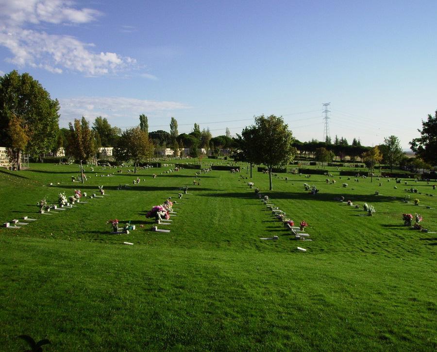 Autobuses gratuitos al cementerio de la paz de alcobendas for Horario cementerio jardines de paz