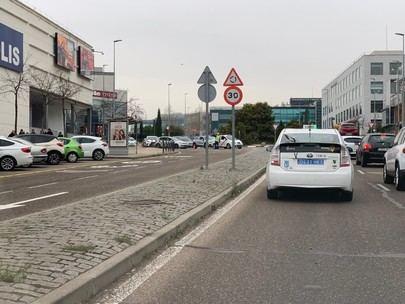 Cortada la glorieta del Diversia por obras de asfaltado