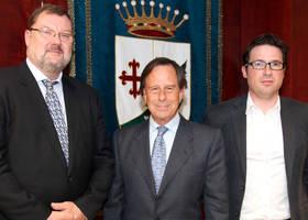 De izda a drcha, Gijs Jochems, director general de Promega Biotech, el Alcalde de Alcobendas y Agust�n Mart�n, responsable del �rea de Gobierno de Econom�a y Nuevas Oportunidades