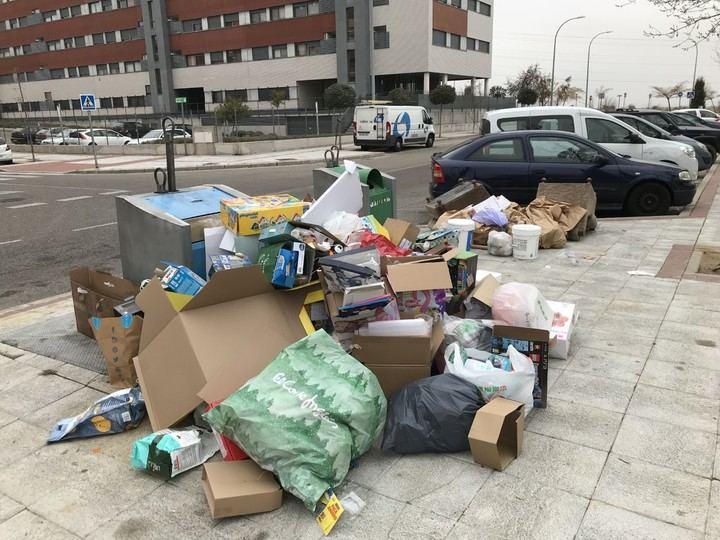 Sanciones por abandonar enseres y muebles en las calles de Alcobendas