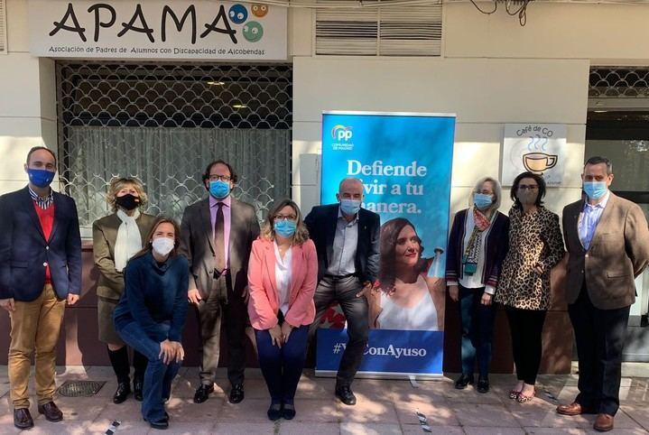 Miembros de la candidatura de Ayuso visitan APAMA