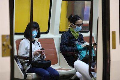 Los enfermeros aconsejan evitar tocar superficies en transportes públicos, botones de ascensores o tiradores