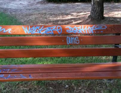 Dos menores denunciados por grafittis