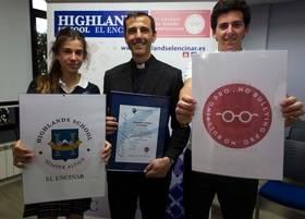 Entrega del certificado No Bulling Pro al colegio Highlands