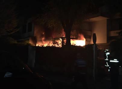 Espectacular incendio en la calle Dalia