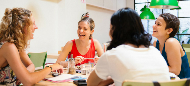 Práctica tu inglés en el Córner Café de Imagina