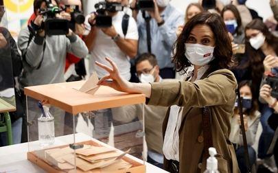 Isabel Díaz Ayuso alcanza 65 escaños con los que podrá gobernar