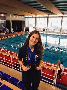 Una joven enfermera del Infanta Sofía logra tres medallas en el Campeonato de España de natación