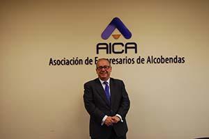 Fotografía de Javier Beitia en la sede de AICA