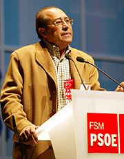 Imagen del ex alcalde socialista, José Caballero, que planeó cuando gobernaba construir 15.000 viviendas en Los Carriles