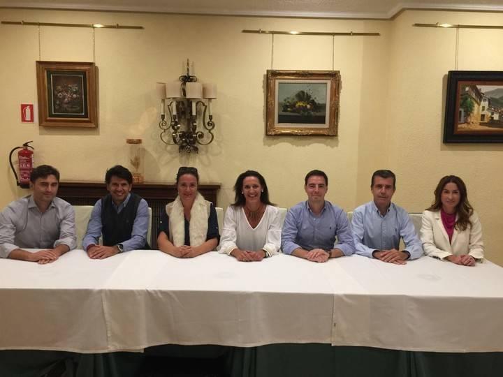 Imagen de la Nueva Junta Directiva del Club de Tenis La Moraleja con Carmen Garreta en el medio