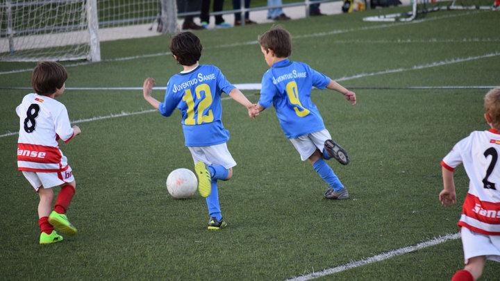 Tres clubes de fútbol de Sanse firman un código ara prevenir la violencia y la discriminación