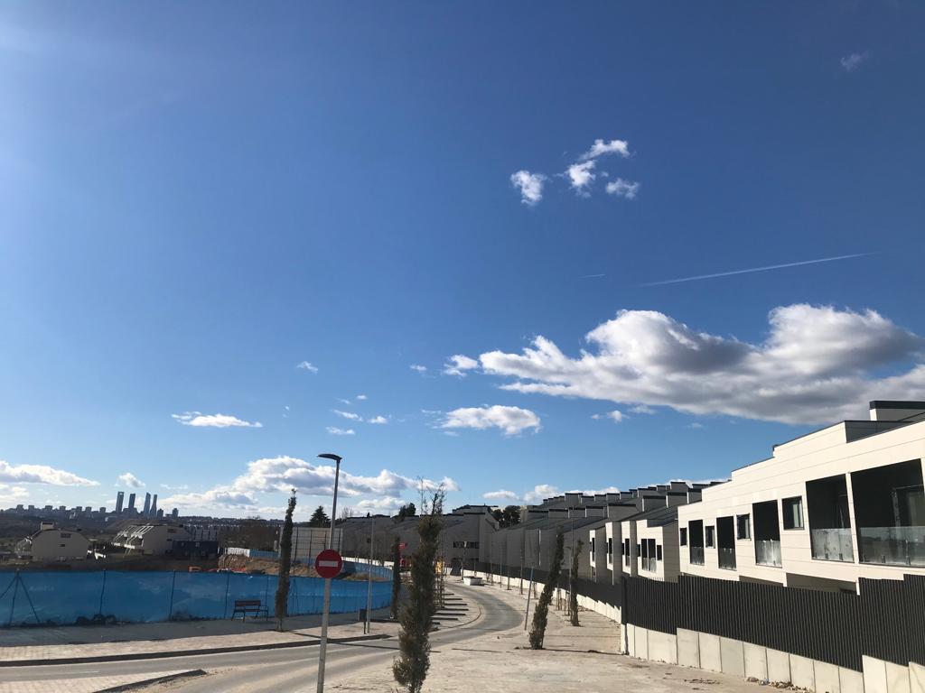 Debate entre construir oficinas o viviendas en La Carrascosa