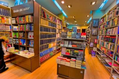 Las Librerias salen al Paseo de Valdelasfuentes