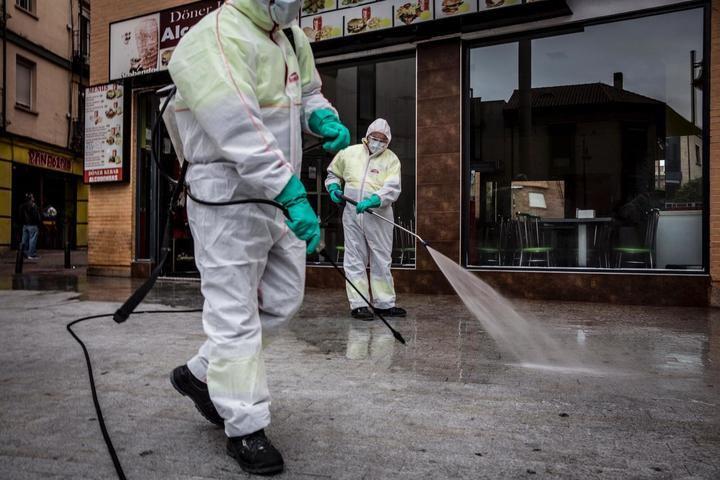 La desinfección de las calles de alcobendas, prioridad para los equipos de limpieza municipal