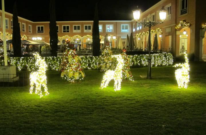 Menos luces y adornos de Navidad en el Encinar