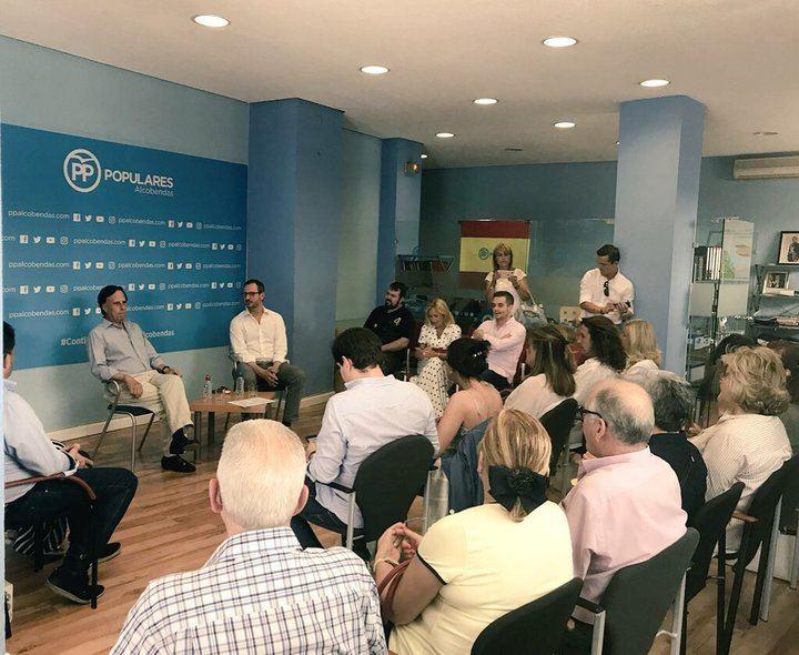 La candidaturas a presidir el PP visitan Alcobendas
