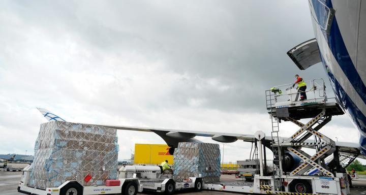 Madrid recibe un nuevo avión con material sanitario de China