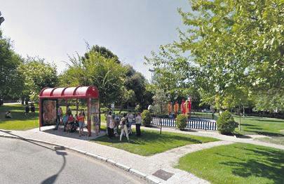 Imagen del parque infantil en el Paseo de los Parque que la entidad de conservación ha pedido al Ayuntamiento que instale un cerco de seguridad