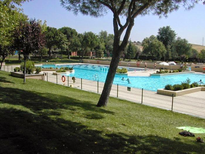 Las piscinas municipales de sanse ampl an su horario for Piscina de alcobendas