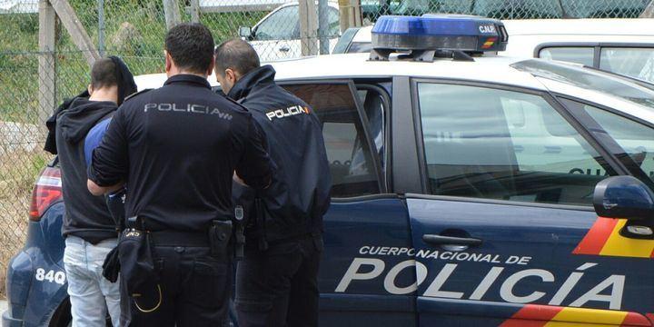 La Policía Nacional ha detenido aun individuo por robar en el interior de 15 vehículos
