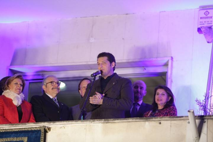 Imagen del momento en el que Manu Tenorio leyó el pregón de las fiestas de 2017