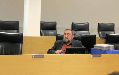 Imagen de Ram�n S�nchez Arrieta,  concejal responsable socialista del �rea de Econom�a del Ayuntamiento durante su ponencia a los vecinos