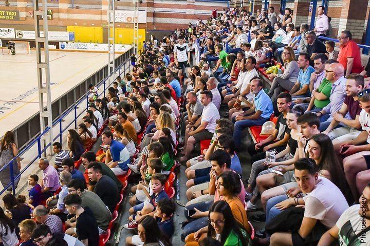 Foto realizada por el Club Patín Alcobendas que muestra el lleno total que había en el pabellón