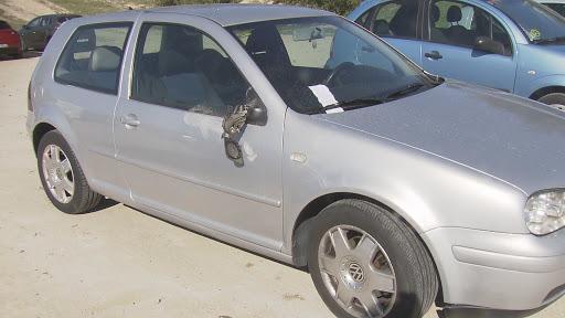 Un hombre destroza más de 50 retrovisores de coches en Sanse