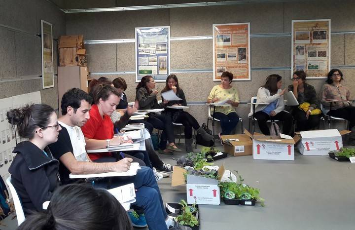Imagen de la reunión entre la Red de Huertos de Sanse y la Concejalía de Medio Ambiente