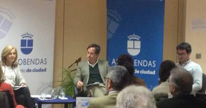 Imagen de la reunión de los vecinos con el Alcalde de Alcobendas, donde García de Vinuesa informó que va a hacer una consulta popular