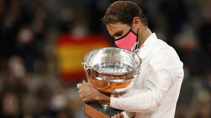 Nadal hace el 12+1 en París y caza a Federer