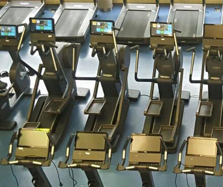 Nuevas máquinas y accesorios en la sala de fitness del polideportivo municipal Dehesa Boyal