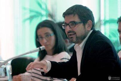 Imagen de Rafael Sánchez Acera, portavoz y reelegido Secretario General del PSOE Alcobendas, en uno de los plenos de la corporación municipal.