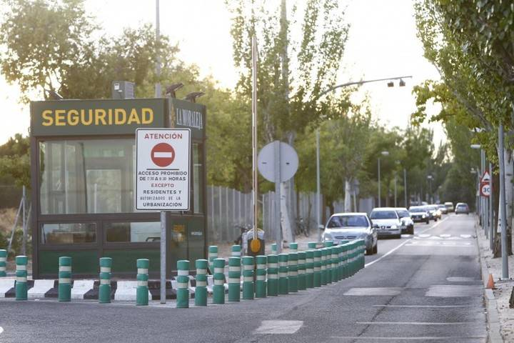 El control de acceso por La Moraleja sanciona a 8.737 vehículos
