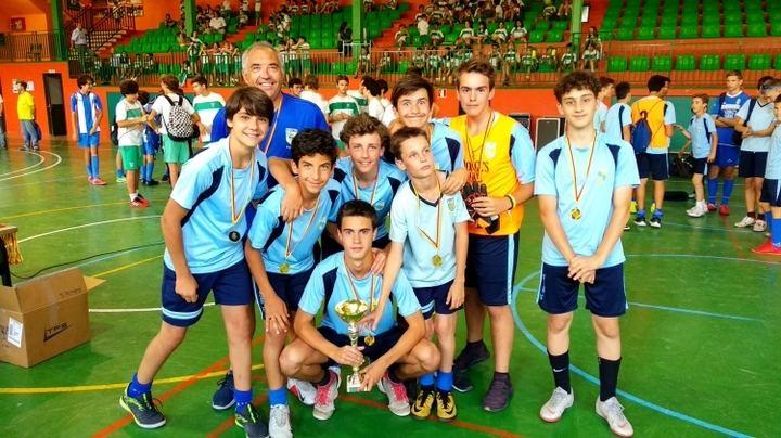 Imagen del equipo del colegio St George, campeón de la categoría infantil