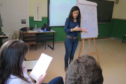 En la imagen, Anna Rojas dando una de sesión de Inteligencia Emocional al profesorado de Los Sauces