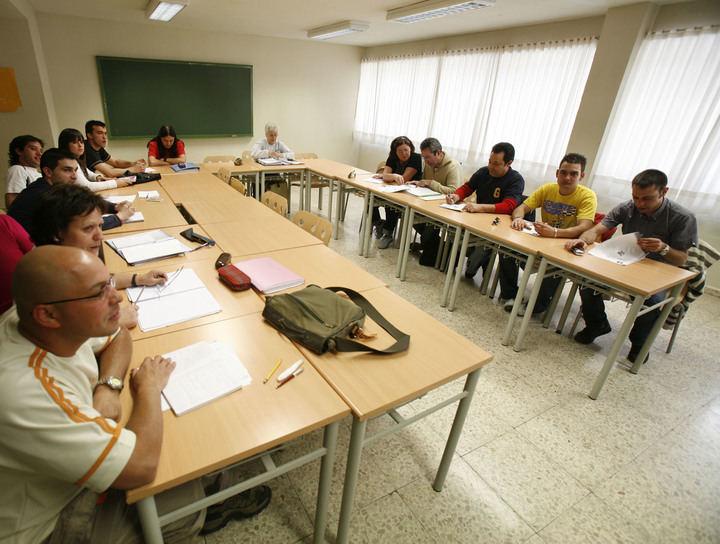 Imagen de un curso de Español en una de las aulas de la Universidad Popular Miguel Delibes