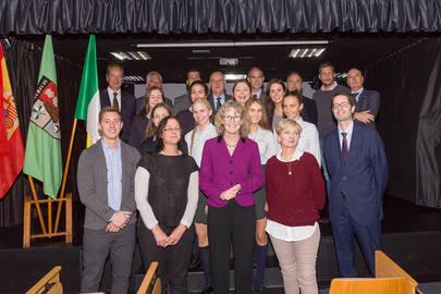 Imagen de grupo de las aurtoridades del los centros educativos San patricio con la embajadora de Irlanda, miss Sile Maguire en el centro