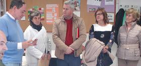 Imagen de la visita del Alcalde Sanse y la concejal de Servicios Sociales en su visita al centro ocupacional de la Granja de San Jos�